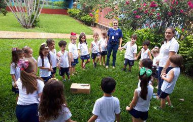A turminha do Infantil II conheceu o novo amiguinho das crianças do colégio